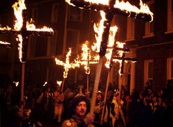 Lewes Bonfire, Martyrs Crosses