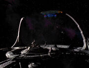 USS Leeds dockt an Deep Space 9