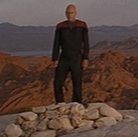 Picard_sur_la_tombe_de_Kirk.png