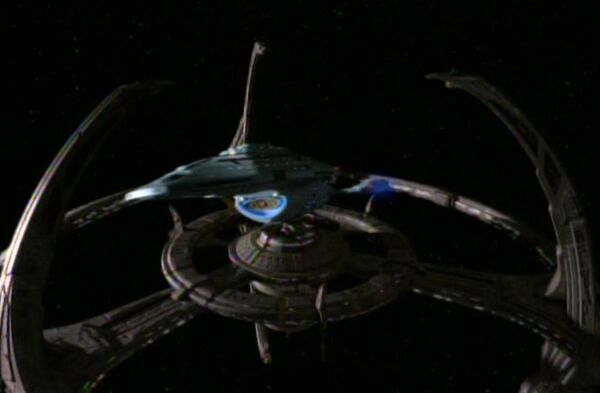 USS Voyager departing Deep Space 9