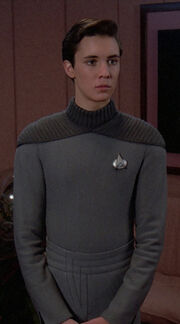 Wesley Crusher in seiner Uniform 2365