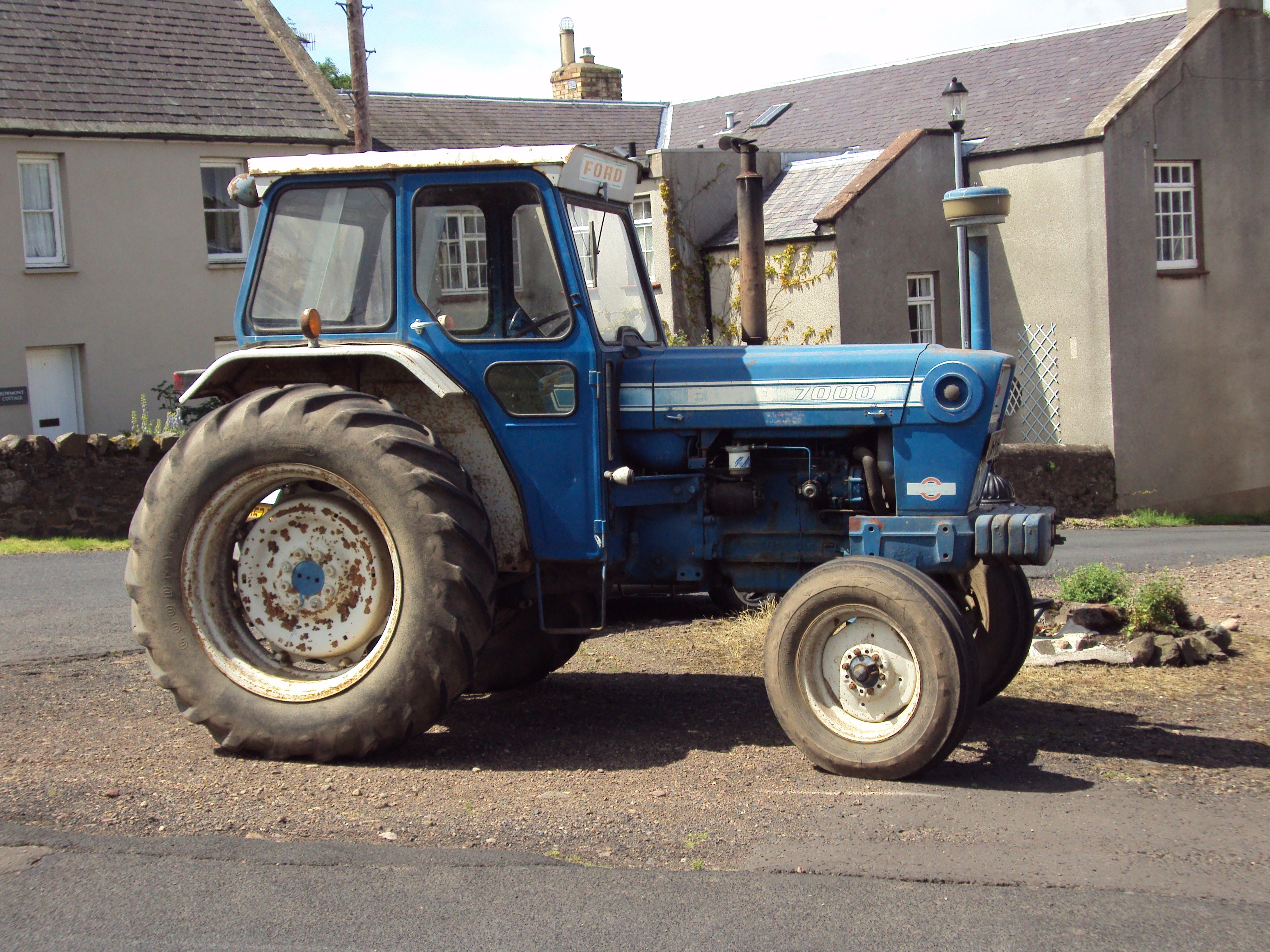 Ford 7000 Tractor : Image harveys ford g tractor construction