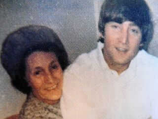 Mimi Smith and John Lennon (1)