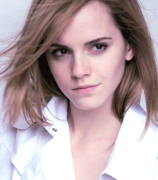 emma watson wiki. File:Emma Watson (Burberry 2010).jpg - Harry Potter Wiki