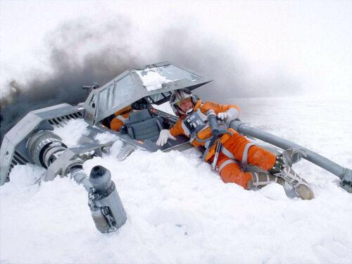500px-Luke_crashed_snowspeeder.jpg
