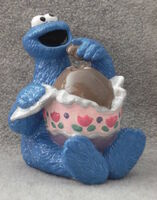 Enesco1994CookieEggFigure