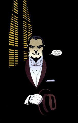 Une soirée dorée (PV Bruce Wayne) 306px-Bruce_Wayne_006