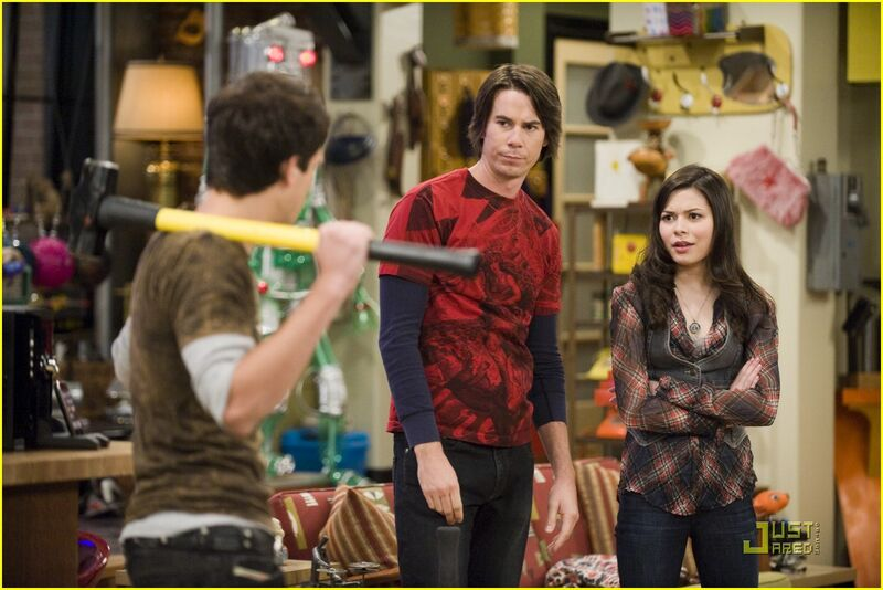 nathan kress and miranda cosgrove 2011. nathan kress 2011 icarly.