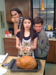 ICarly-icarly-10035083-525-700