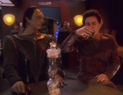 Weyoun trinkt Kanar