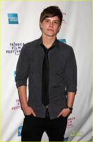 Xavier-Samuel-twilight-series-7154510-808-1222