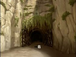 2х02 вход в пещеру.jpg