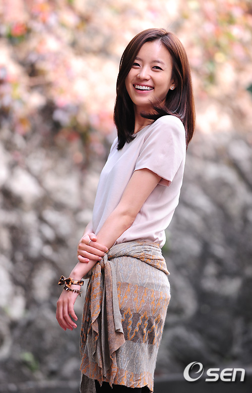 http://images3.wikia.nocookie.net/__cb20100826035148/drama/es/images/9/99/Han_Hyo_Joo1.jpg
