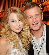 Taylor-swift-scott-swift-dad-200-mwo072309