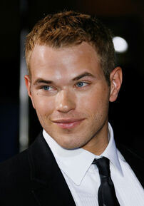 Kellan Lutz 3