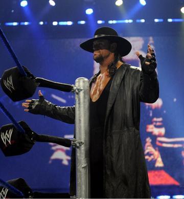 The Phenom face aux mortels. Undertaker_entrance