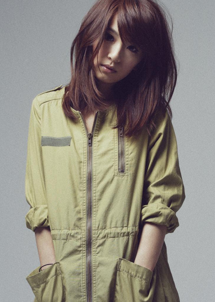 "S.H.E. (Selina/Hebe Tian/Ella Chen) >> Album ""Blossomy"" Hebe_Tian1"