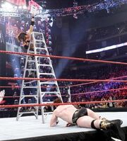 JoMo-vs-PaleAss-sheamus-Ladder-Match-19-12-10-john-morrison-17814469-346-383