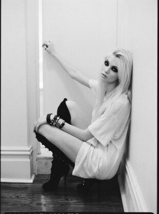 Taylor momsen3