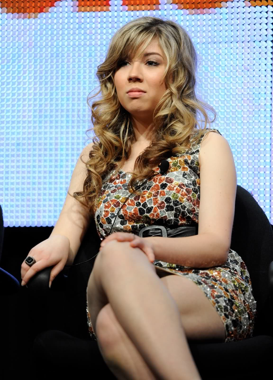 Jennette McCurdy, close-up, legs 2gy0sua.jpg