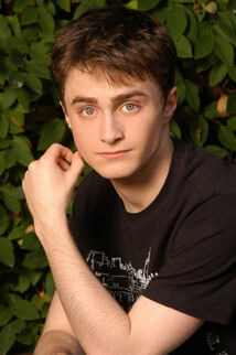 Daniel Radlcliffe Pose
