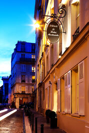 Hotel-charme-relais-montmartre-facade-paris
