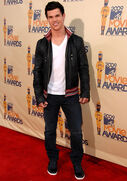 Taylor lautner mtv movie awards 09 14