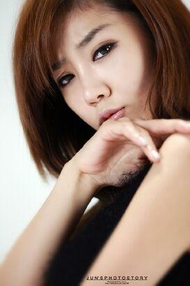 Yoo Ha Na16.jpg