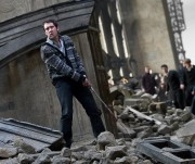 180px-DH2 Neville Longbottom using the Gryffindor sword in battle