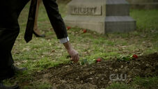 TVD - 2.21 - The Sun Also Rises.avi snapshot 39.49 -2011.05.06 23.41.15-