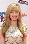 Jennette, at iPwV premiere, cu-direct, Los Angeles, 06-04-11 tumblr lmajz6f9hx1qesmejo1 400