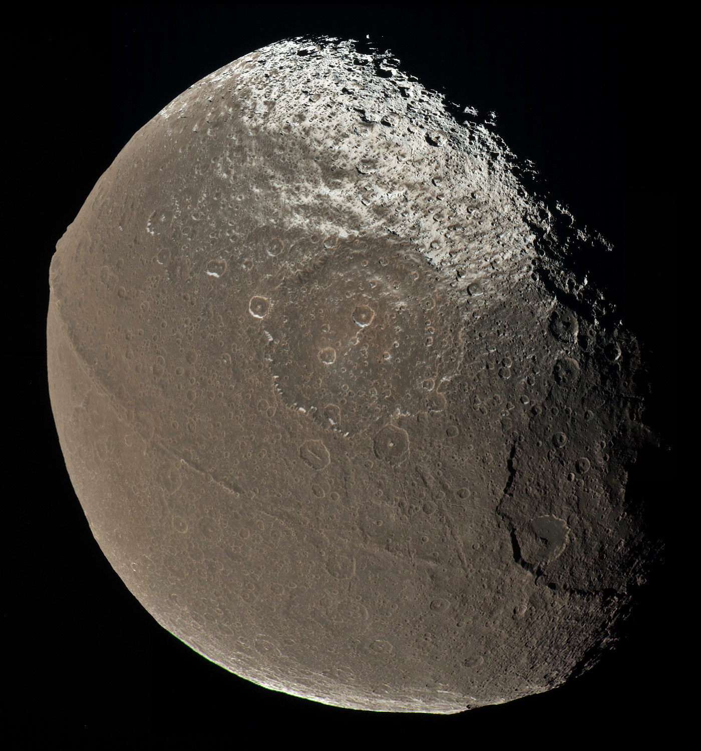 Iapetus mosaic color New theory may explain odd ridge on Satrunian moon