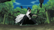 Kenpachi knocks the Onmitsukido away