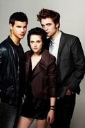 More-EW-Outtakes-robert-pattinson-kristen-stewart-taylor-lautner-kristen-stewart-10123818-320-480