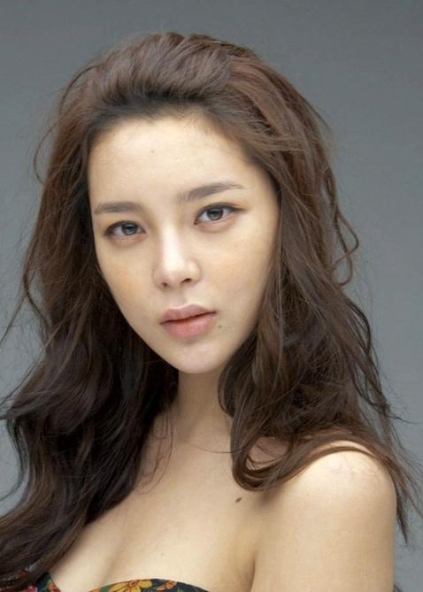 Park Si Yeon Wiki http://es.drama.wikia.com/wiki/Park_Si_Yeon