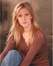 Jessy-Schram-photo-001