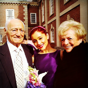 ArianaGrandparents2