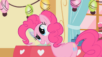 Pinkie Pie twistes her head S1E25
