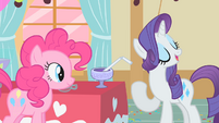 Rarity praising the punch S1E25