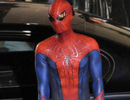 Amazing-Spiderman-Set-Pics-Andrew-Garfield-Costume