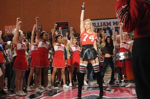 1228939-glee-run-the-world-617-409