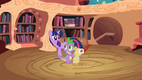 Twilight instructing Spike S2E3