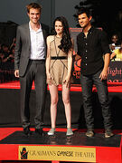 Robert-pattinson-kristen-stewart-taylor-lautner-twilight-trio