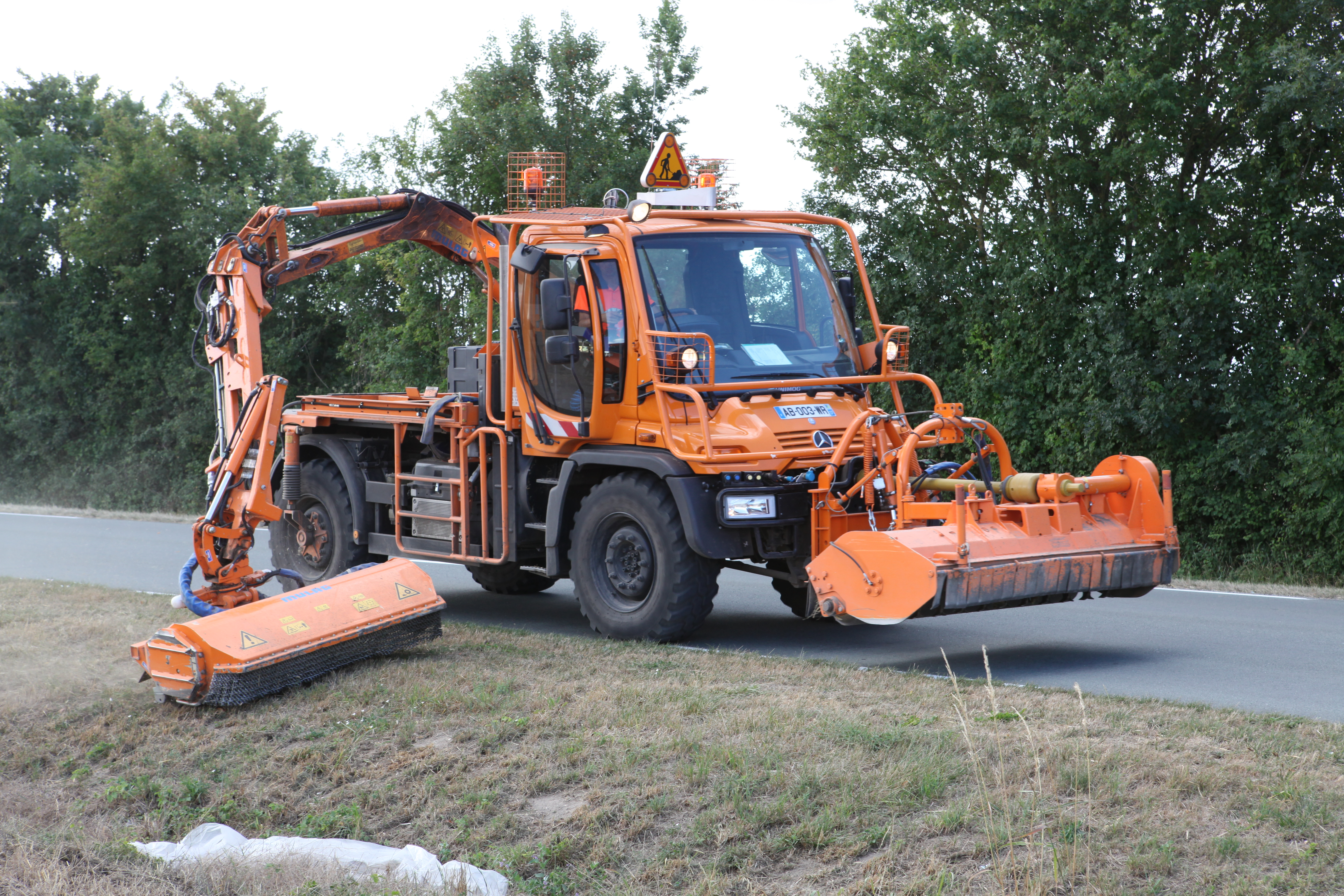 Unimog With Articulated Mower Arms With Images Unimog