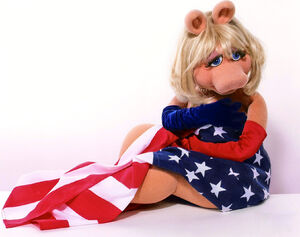 MissPiggy-AmericanFlag