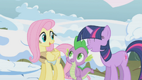 Twilight helping Fluttershy S01E11