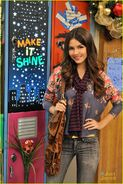 Victoria-justice-holidays-hollywood-arts-09