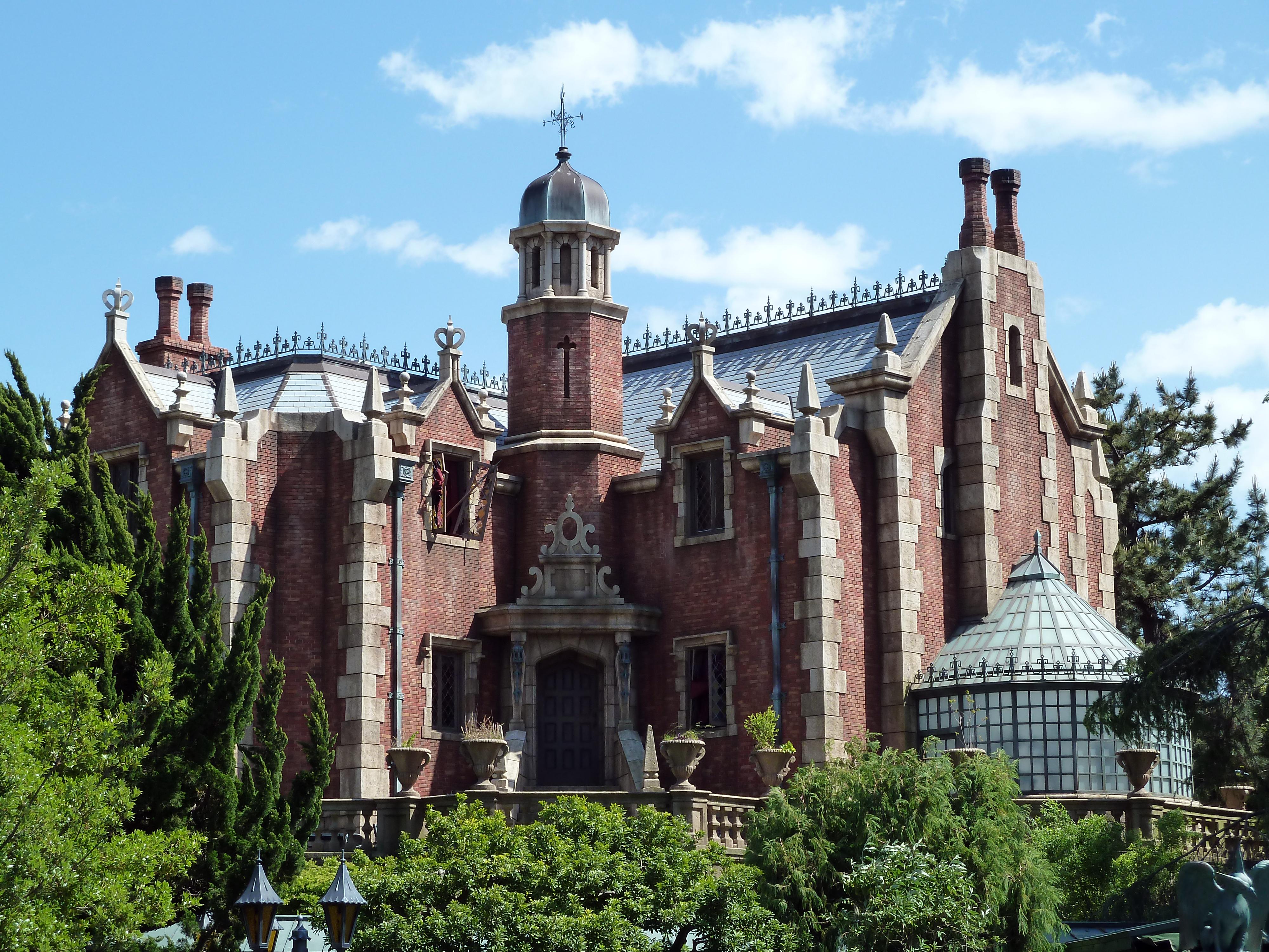 The Haunted Mansion (Magic Kingdom and Tokyo Disneyland ...