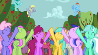 Ponies singing along 4 S2E15