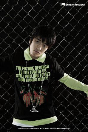 BIG BANG   295px-Seung_Ri2